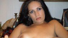 Dojrzała latynoska nago erotycznie prezentuje fajnego cycuszka. Latynoskie dojrzałe kobiety bez żadnej cenzury