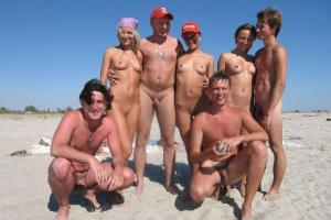 Na Plaży można zobaczyć nagie amatorki