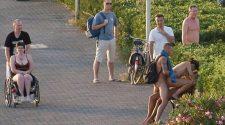 Bzykanie na dwa baty w miejscu publicznym na oczach gapiów. Sprawdź najlepsze erotyczne obrazki w internecie