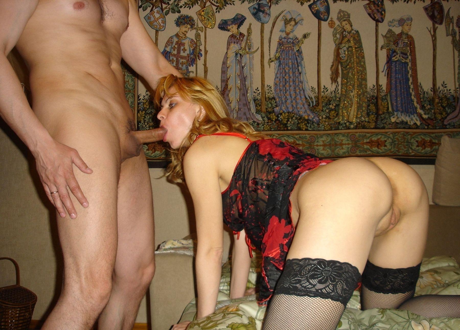 Pociągająca żonka posuwana na różne najdziwniejsze sposoby