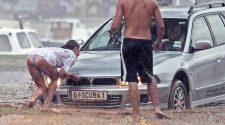 Seksi tyłek stara się jakoś pomóc podczas kataklizmu