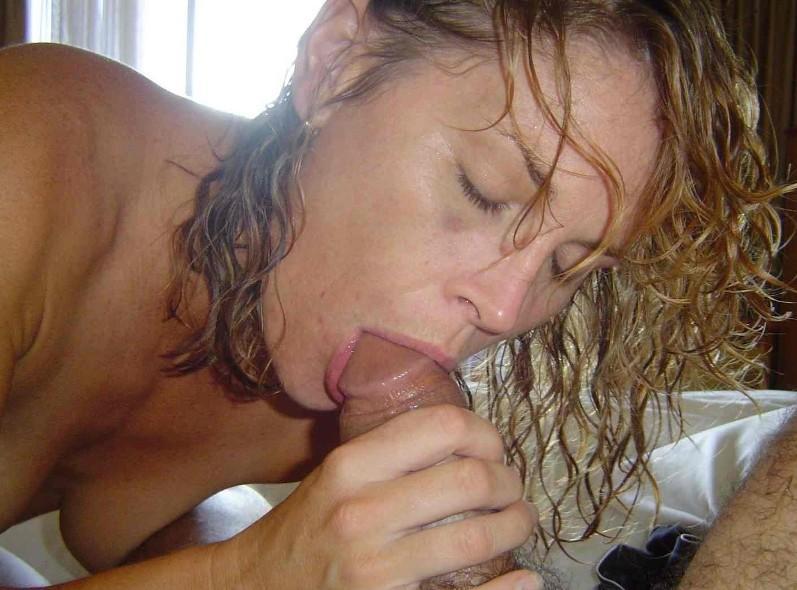 Blondynka ssie dydka na porno zdjęciu
