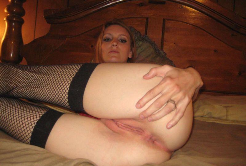 Dorodny fiut w pipce słodkiej amatorki gości już nie pierwszy raz, ale na tym się nie kończy ta porno galeria. Erotyczne porno zdjęcia zawierają również ostry seks analny